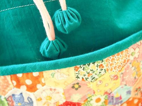 グリーンの巾着バッグ2.jpg